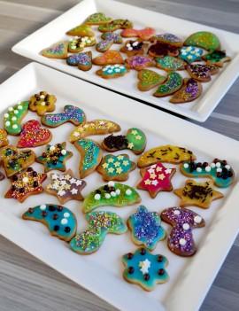 décoration de petits sablés créations gourmandes pour une fête d'anniversaire délicieuse